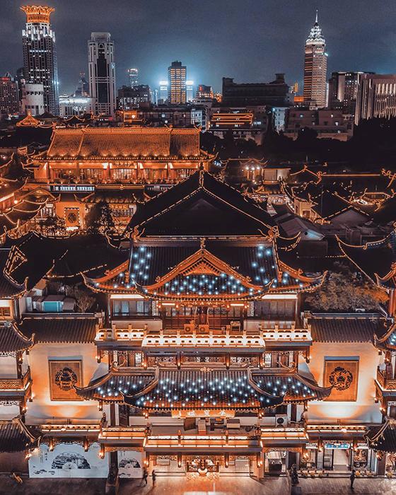 Высотный Шанхай вечером