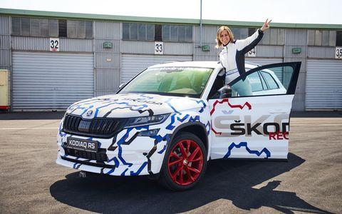 Skoda Kodiaq RS и немецкая гонщица установили странный рекорд Нюрбургринга