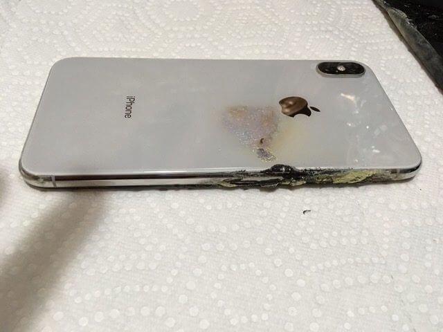 IPhone XS Max вспыхнул в кармане у владельца