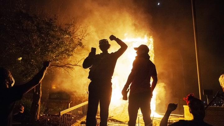 """""""Американский майдан"""" начал убивать силовиков: В США застрелен сотрудник федеральной службы охраны"""