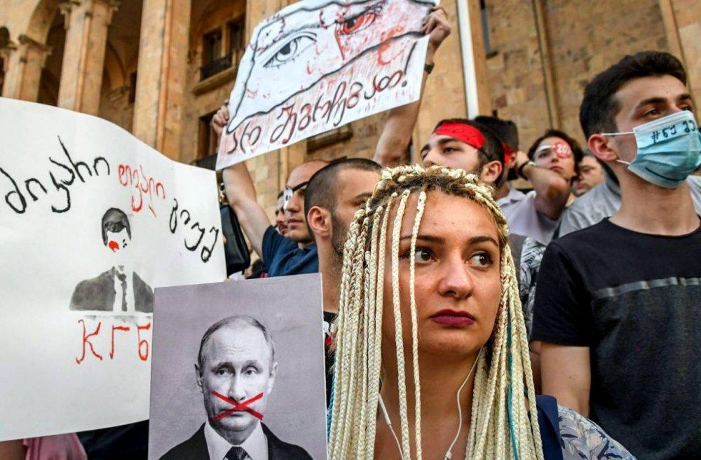 Грузинское безумие: России пора преподать Тбилиси жесткий урок