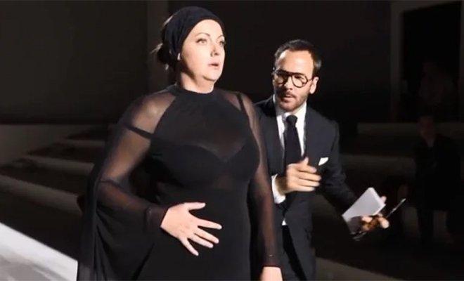 Селеста Барбер, прославившаяся пародиями на знаменитостей, приняла учатие в показе Tom Ford