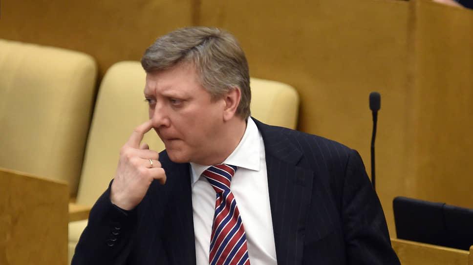 Депутат‑единоросс послал в жопу журналистку, спросившую о его поправках в закон о клевете