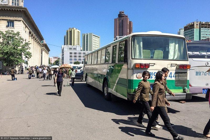 3. В стране действительно просят не снимать военных и тяжело работающих людей. правда, путешествия, северная корея, факты