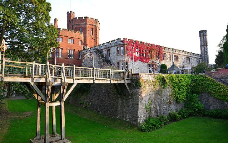 замок Рутин в Северном Уэльсе