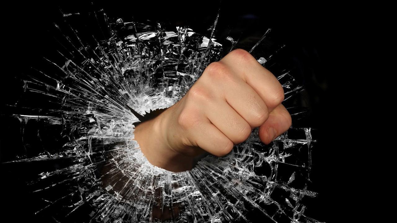 Андрей Бабицкий: В прямом эфире мразь схлопотала по морде. И правильно