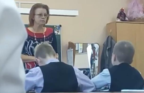 Петербургская учительница обозвала детей тупыми и бедными