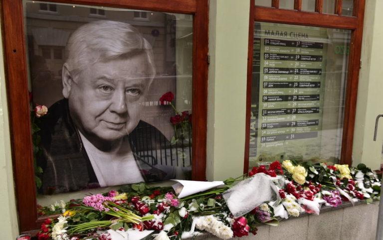 Почему старшая дочь Олега Табакова и его бывшая жена не пришли на траурную панихиду