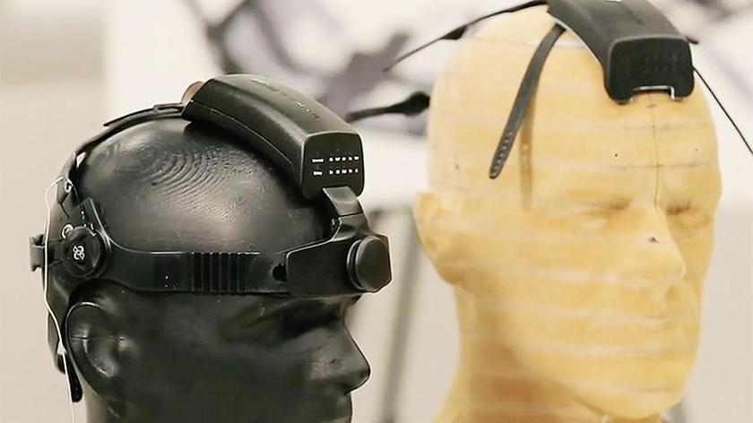 Российские ученые создали устройство для общения силой мысли