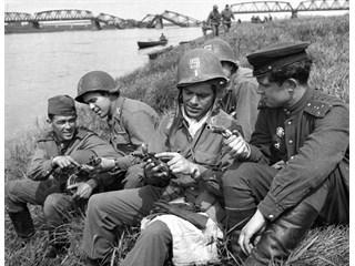 Встреча на Эльбе: Чем советские солдаты поразили американцев