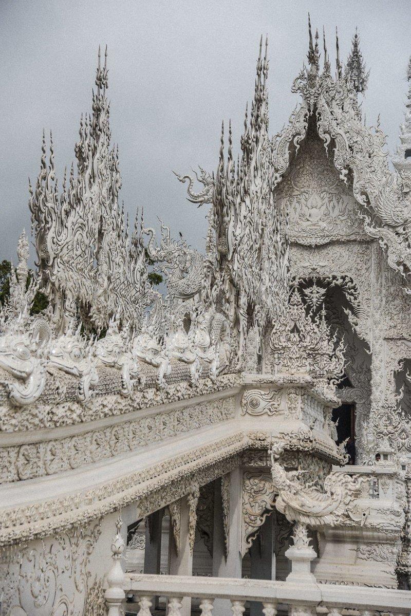 """Тайский художник Чалемчай Кхоситпхипхат потратил на свое """"детище"""" уже более миллиона долларов архитектура, буддизм, достопримечательность, путешествие, таиланд, фотомир, храм"""
