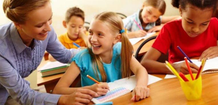 Количество девочек в школе влияет на успехи мальчиков