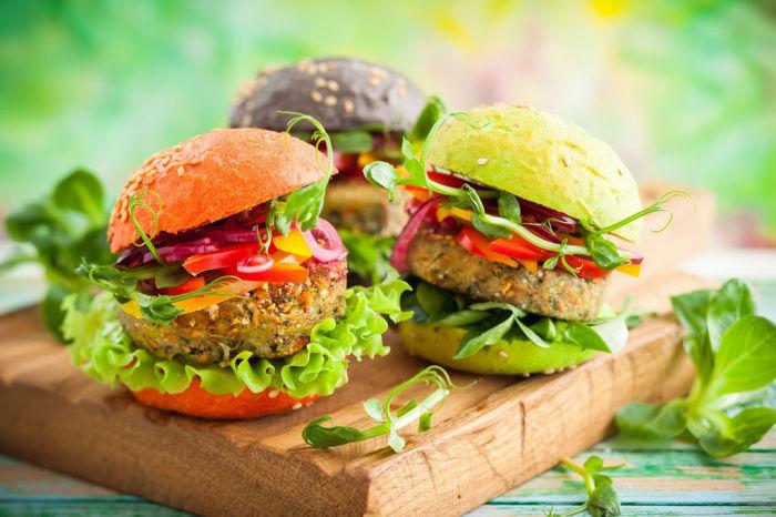 Вегетарианские бургеры.  Фото: frendi.ru.