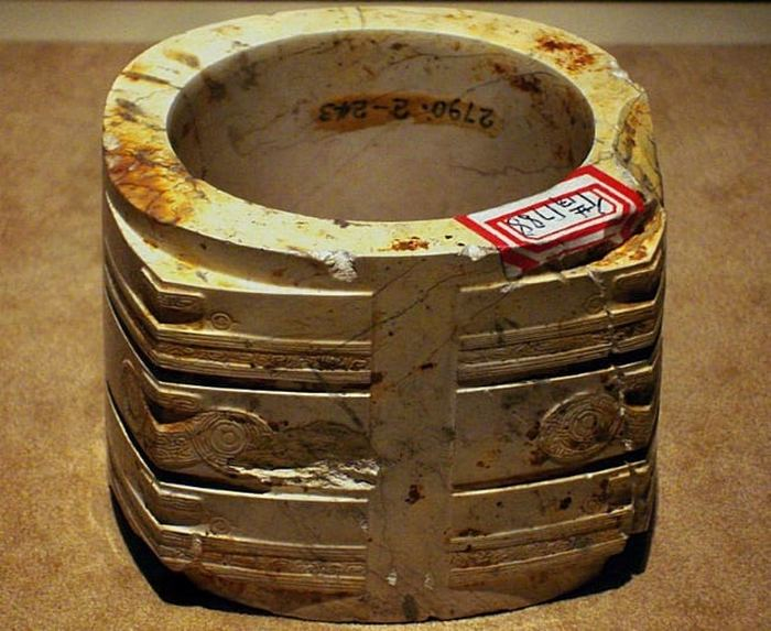 Нефритовые «кубки» из древнего Китая.