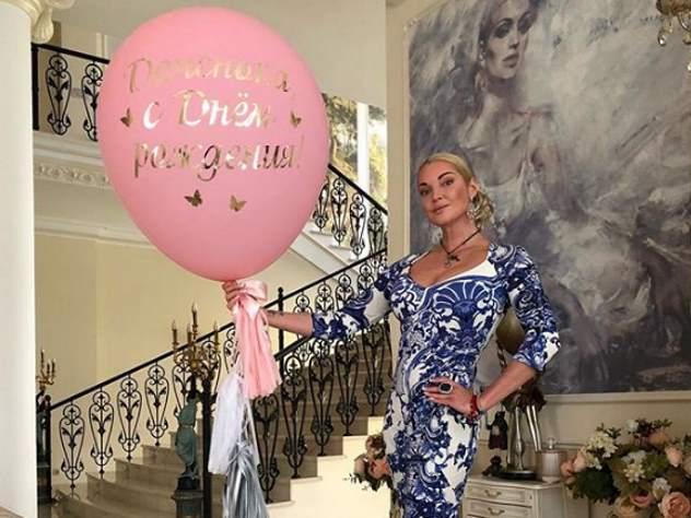 Волочкова рассказала о бриллиантовых подарках на день рождения дочери