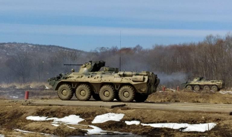 МО РФ опубликовало видео боя БТР с беспилотником