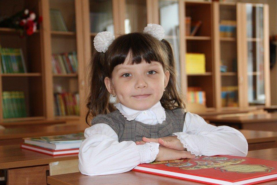Роспотребнадзор разрешит детям приносить в школу еду из дома