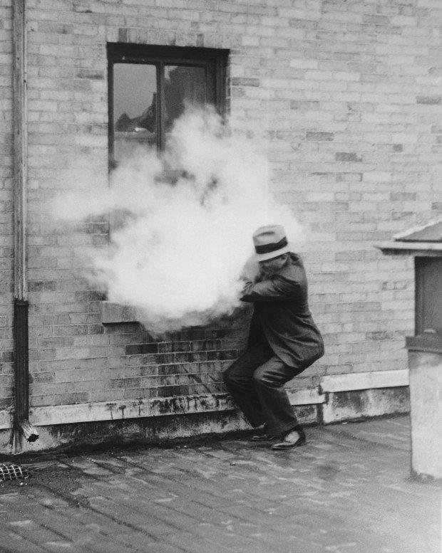 Демонстрация экспериментальной установки против грабителей. США, 1932 год. история, ретро, фотографии