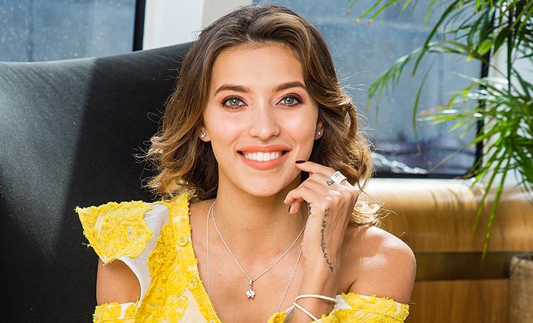 Что положить под елку: выбор Регины Тодоренко