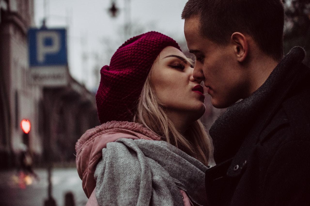 Неловкая ситуация. Муж подруги ей изменяет: рассказать или молчать?