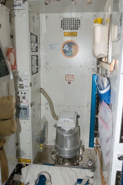 Гигиена в космосе. Как соблюдают чистоту на МКС? Земле, можно, бритвой, капли, унитаз, борту, воздуху, волосы, только, астронавтов, космонавтов, ванной, бритье, Какже, будет, невесомости, Устройство, пакет, электрической, орбите