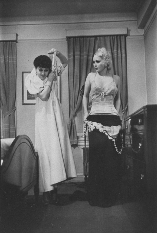 Как должна и не должна раздеваться жена: советы из американского журнала 1930 годов
