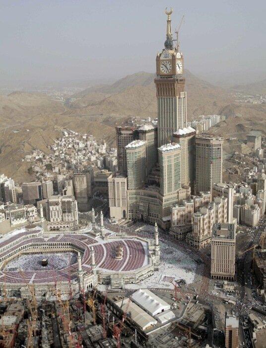 Королевская башня Абрадж аль-Бейт – самая высокая в мире башенные часы, самое большое, символ горда