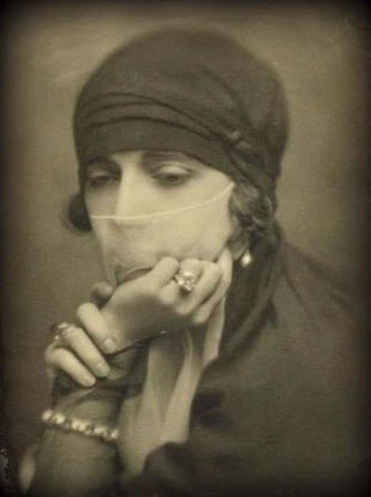Маргерит Алиберт в Египте.