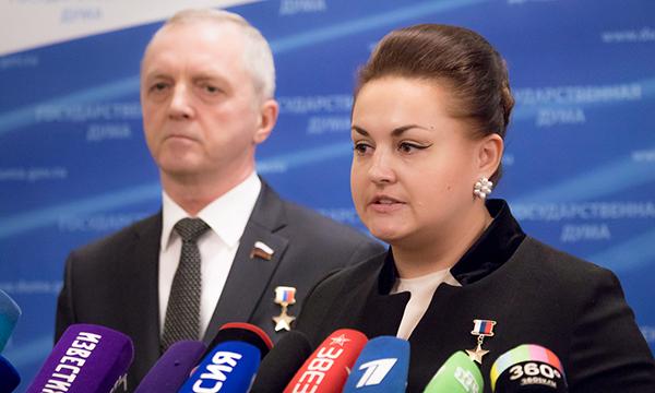 Депутаты фракции «Единой России» поздравили россиян с Днем Героев Отечества