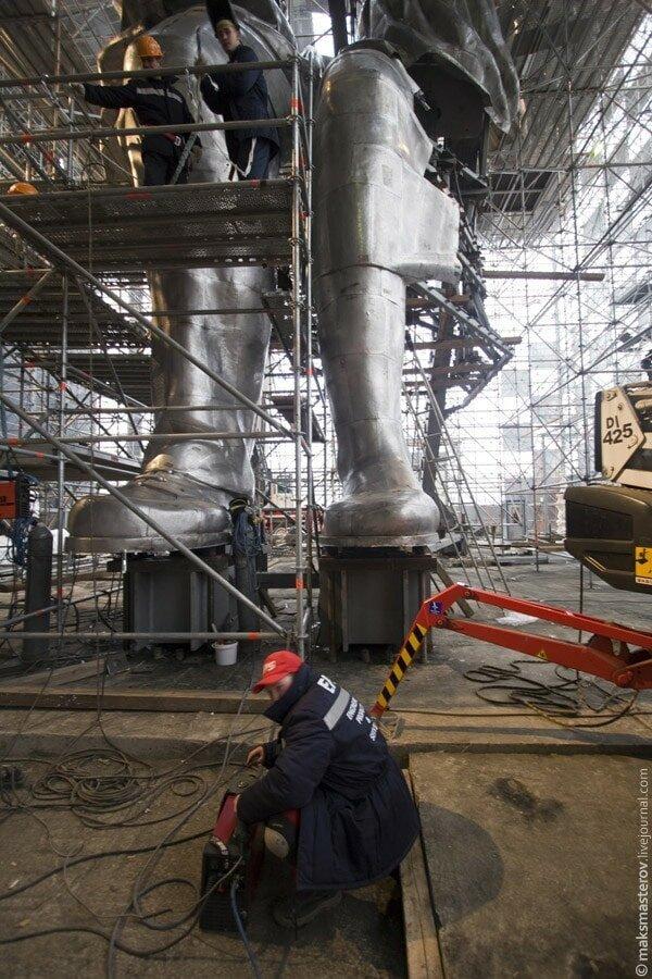 В 1979 году монумент был реставрирован Рабочий и колхозница, внутри, интересно, монумент, статуя