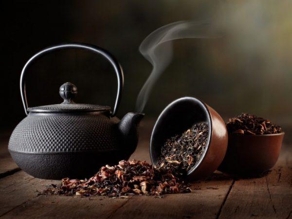 Обычный, травяной и малиновый чай при простуде, гриппе, ангине