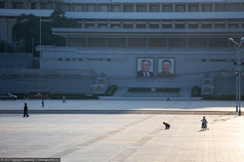 7. Везде развешаны портреты лидеров и ощущается присутствие идеологии чучхе. правда, путешествия, северная корея, факты