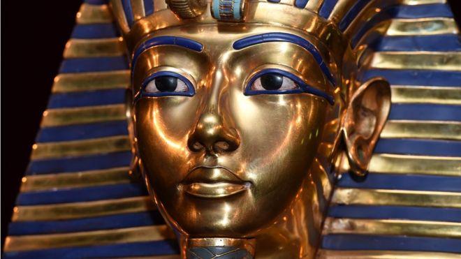 Золотая маска и проклятие Ту…