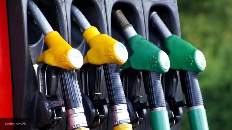 Росстандарт предложил бороться с недоливом топлива на АЗС