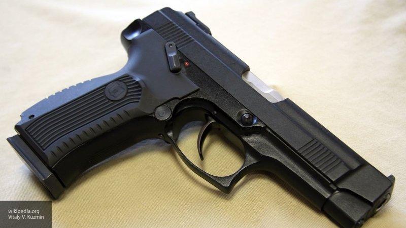 Екатеринбуржец устроил пьяную стрельбу из пистолета: пострадало окно соседа