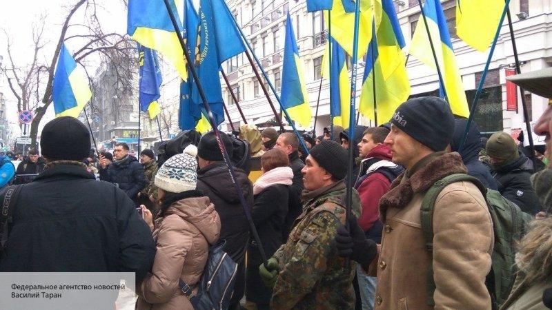 В Киев автобусами привозят р…