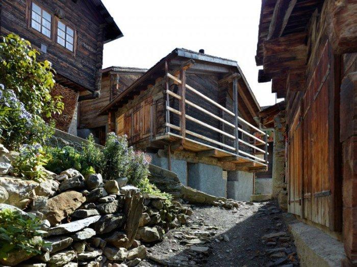 Переселенцы обязаны будут инвестировать не менее  $200 000 в недвидимость (Альбинен, Швейцария). | Фото: liveinternet.ru.
