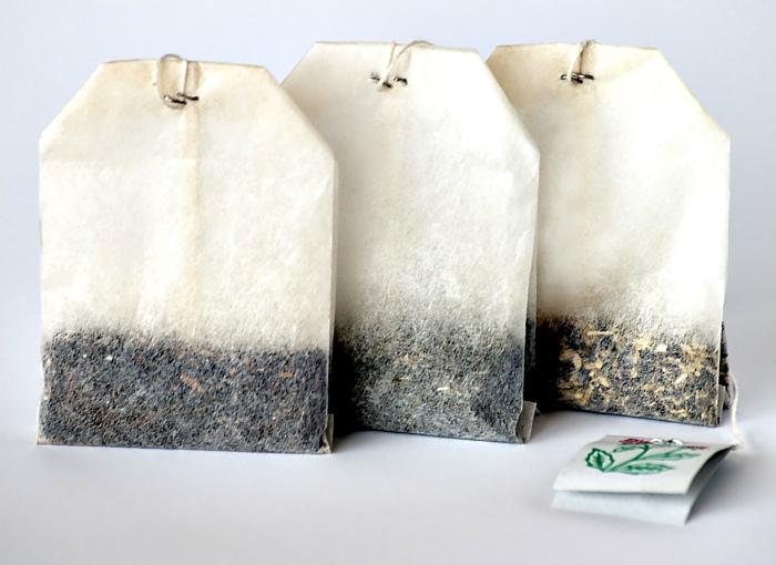 Пакетики с чайной заваркой.