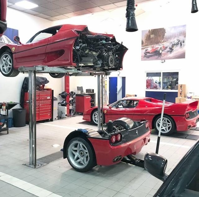 Как меняют сцепление на спорткаре Ferrari F50?