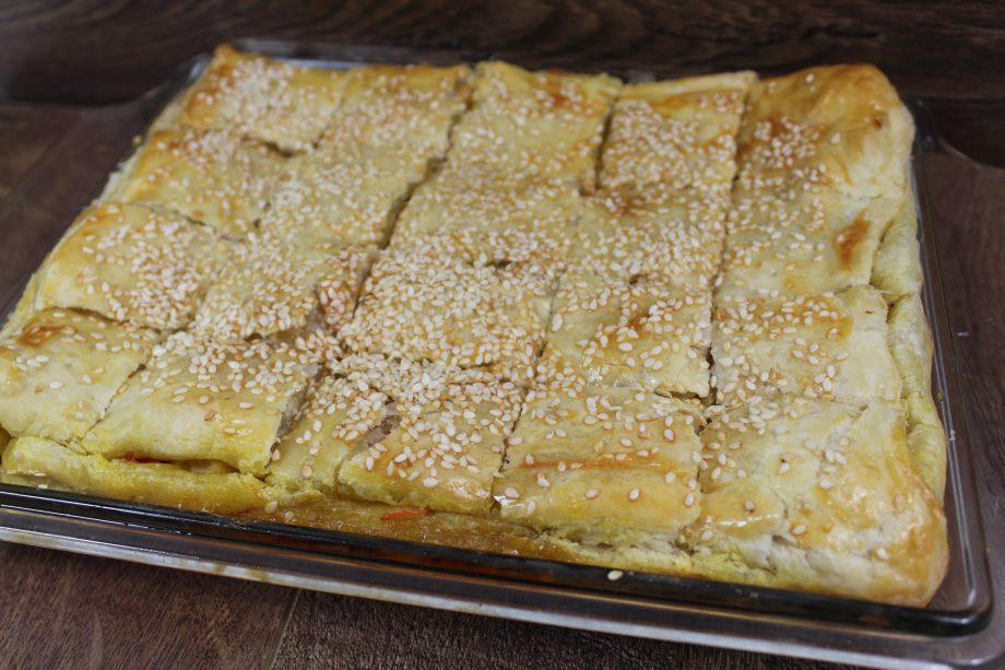 Частенько готовлю вот такой сочный и сытный пирог. Его так удобно брать с собой на перекус