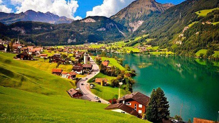 В деревне уже не осталось даже школы (Альбинен, Швейцария). | Фото: infomaniya.com.