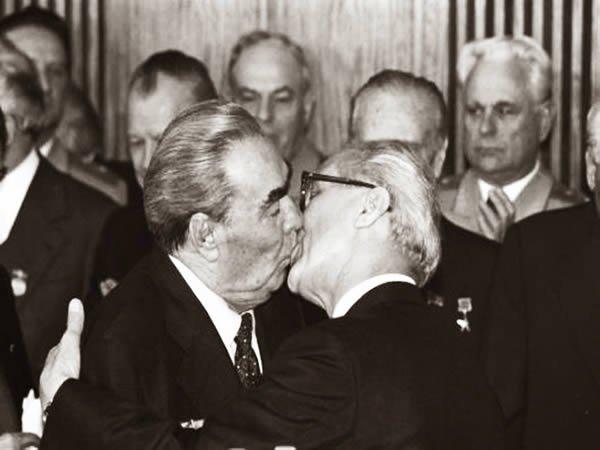 Культовые поцелуи, снятые на фотоплёнку