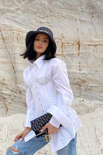 Стиль зумеров и тиктокеров: как одевается Дина Саева Звездный стиль