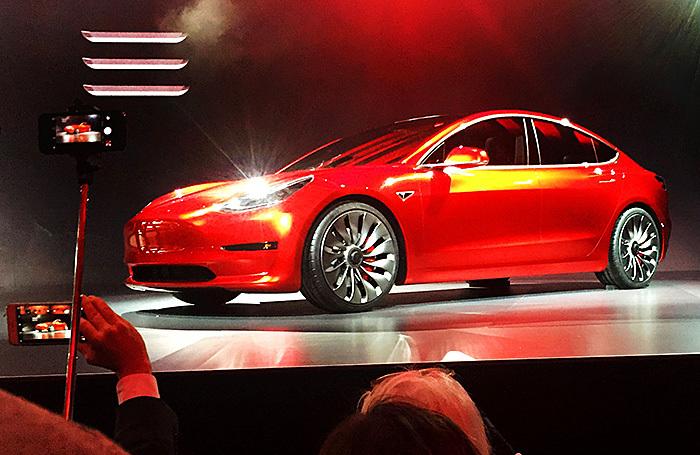 Подержанную Tesla Model 3 в России продают втридорога