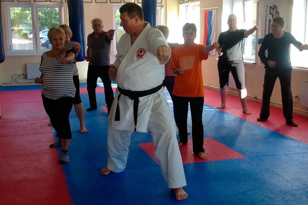 В столице Приволжья пенсионеров бесплатно учат карате