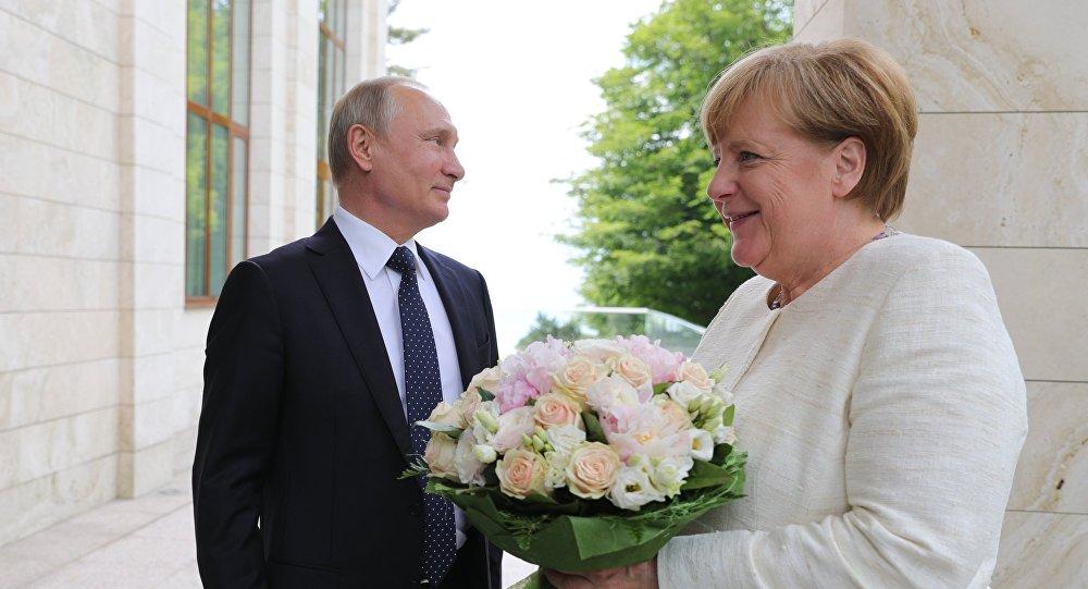 Путин снова страшно оскорбил Меркель