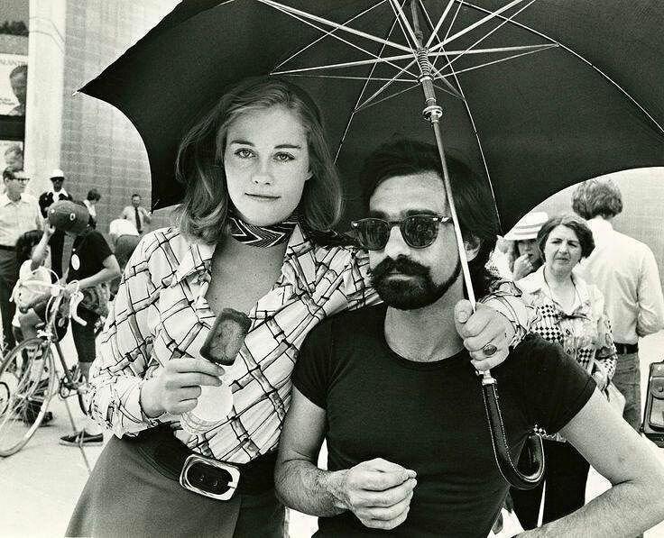 """Сибилл Шепард и Мартин Скорсезе на сьемках фильма """"Таксист"""", 1975 год знаменитости, исторические фотографии, история, редкие фотографии, фото"""