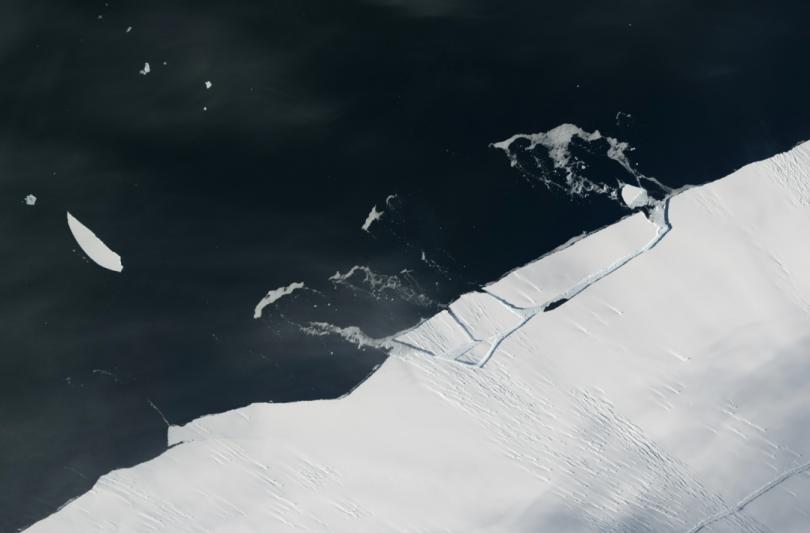 От Антарктиды откололся айсберг размером в 100 Московских Кремлей