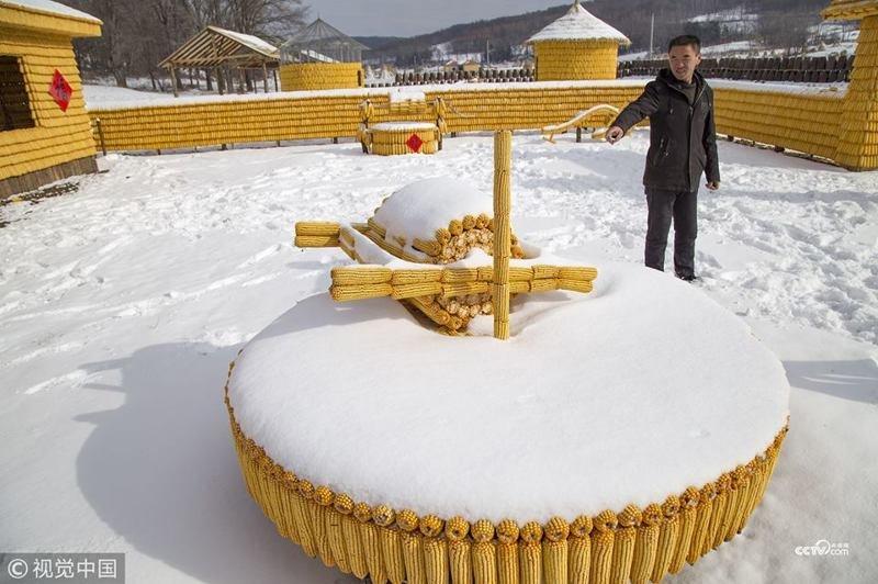 Китайский крестьянин строит ферму из кукурузы деревня, дом, китай, кукуруза, своими руками, строительство, фермер