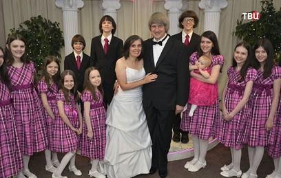 В США арестована пара, державшая на привязи 13 своих детей